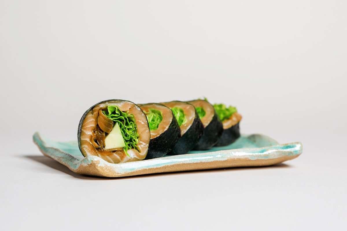 Sake sashimi roll